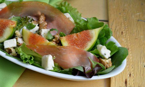Insalata con fichi, prosciutto, gorgonzola e noci