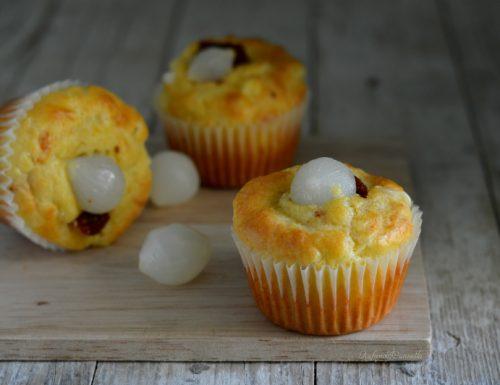 Muffins salati con cipolle e pomodorini