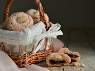 dolcetti alle mandorle e confettura di ciliegie
