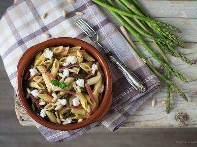 pasta agli asparagi, robiola e speck
