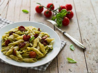 pasta al pesto e pomodorini confit