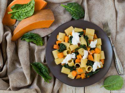 pasta con zucca, spinaci e burrata
