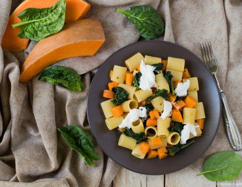 Pasta con zucca spinaci e burrata