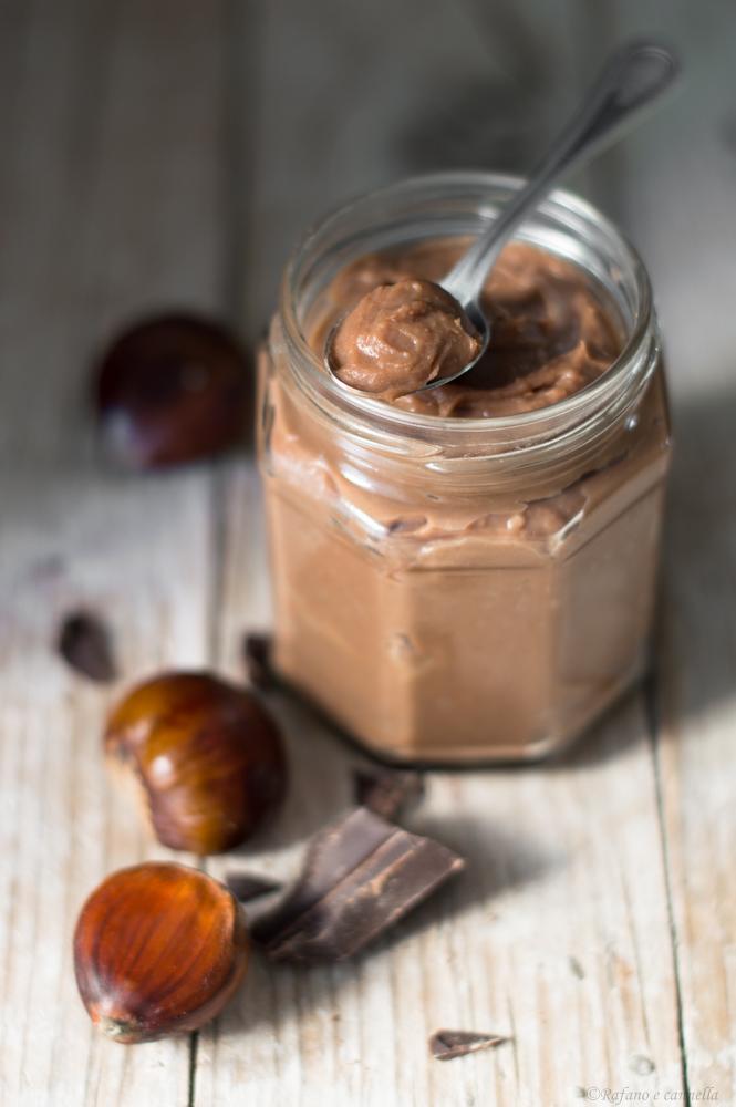 crema spalmabile alle castagne e cioccolato