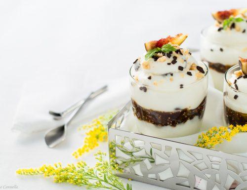 Coppa di crema di ricotta e fichi caramellati