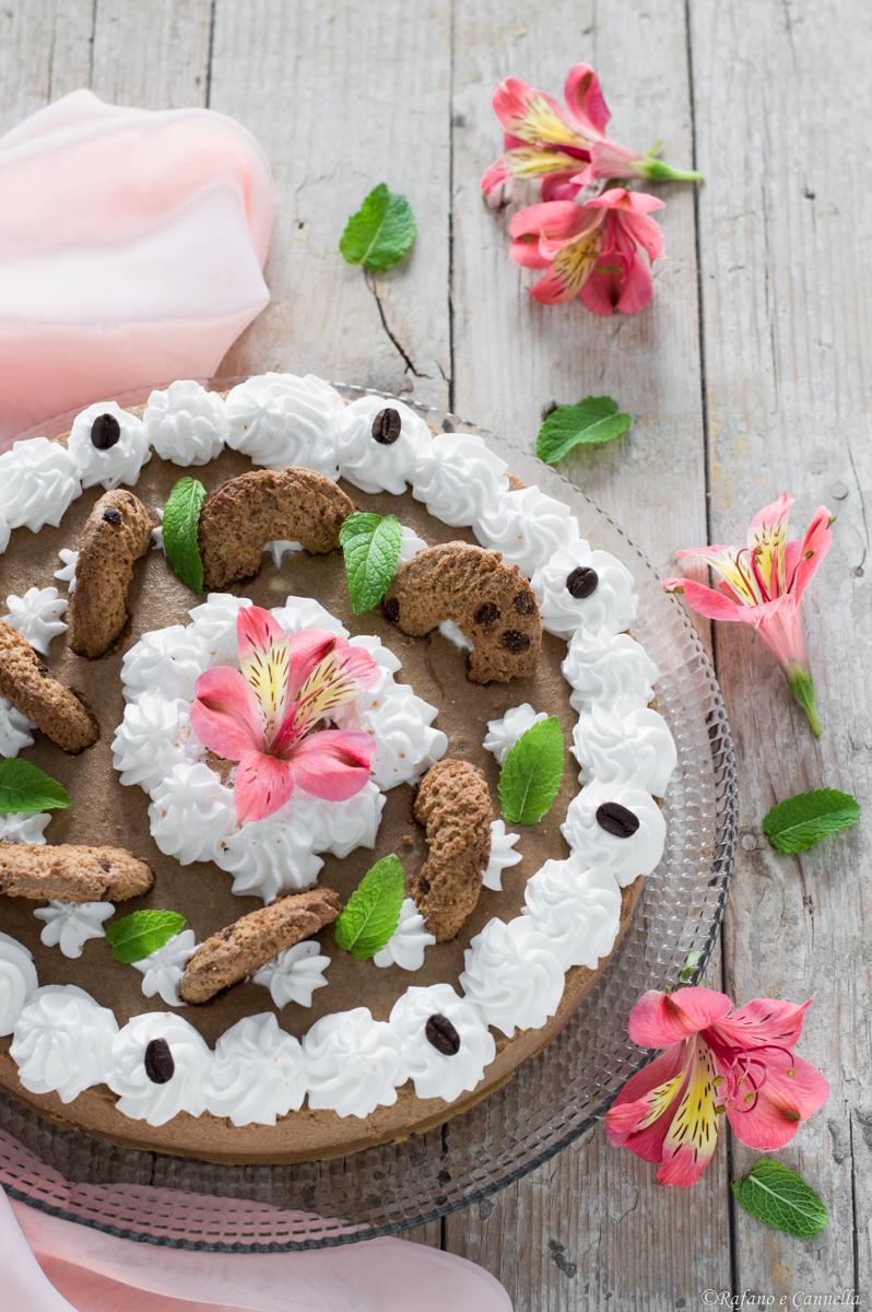 torta fredda caffè e biscotti