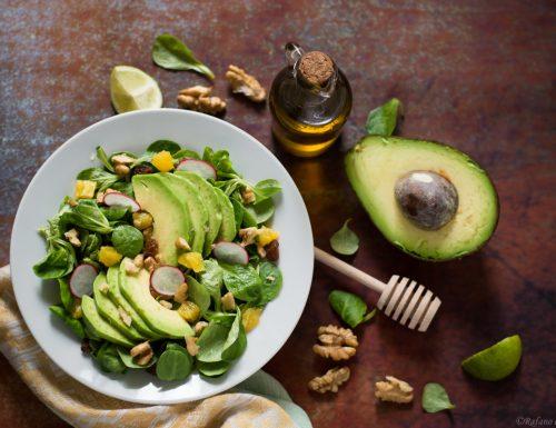 Insalata di avocado con arancia e noci