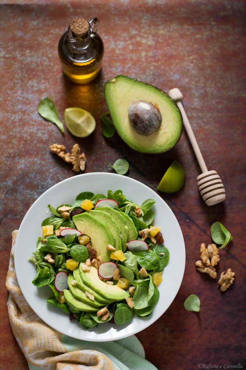 insalata di avocado con arance e noci