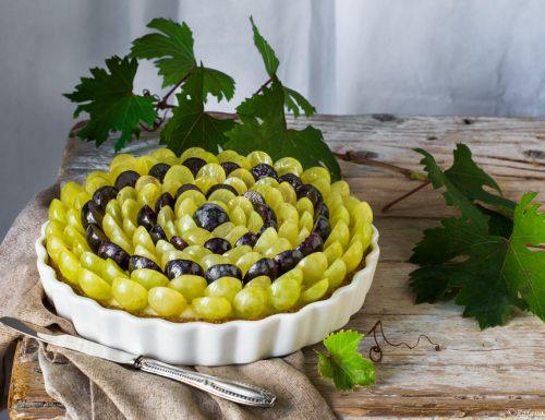 Crostata con crema pasticcera e uva