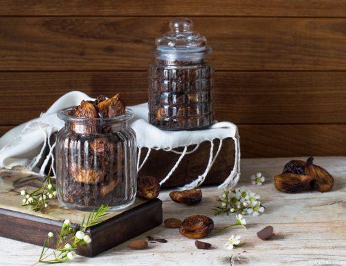 Fichi secchi al forno con mandorle e cioccolato