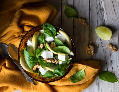 Insalata con spinacino, feta e noci
