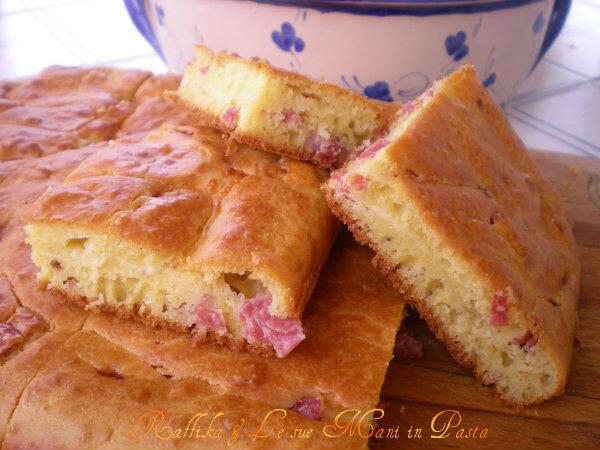 Torta salata salame e scamorza