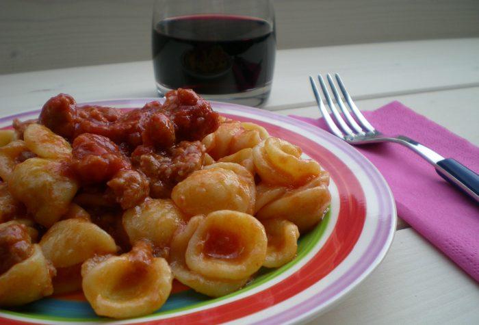 Orecchiette con salsiccia e pomodoro