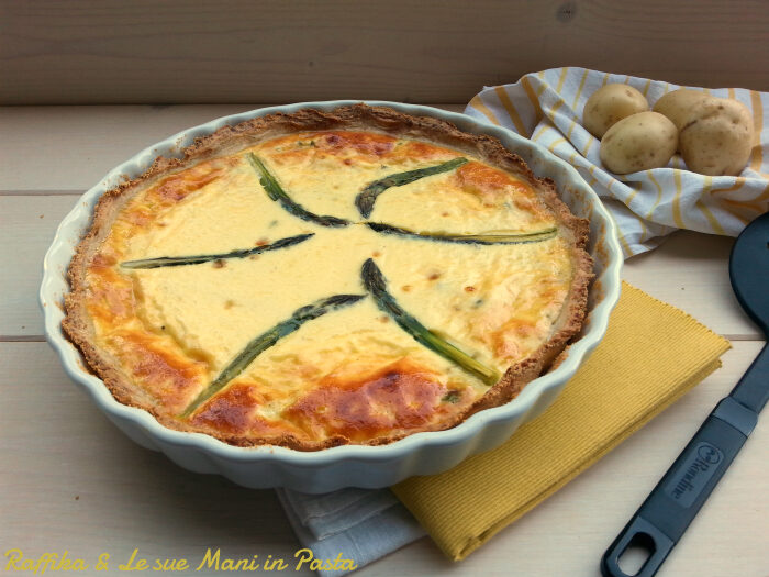 Quiche agli asparagi in crosta di patate