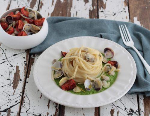 Spaghetti vongole limone e piselli
