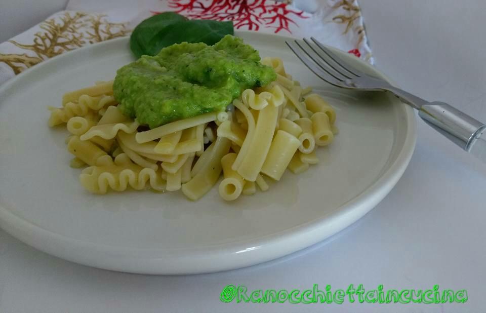 Pasta mista crema di zucchine e piselli