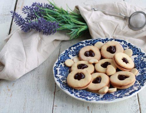 Biscotti con farina di riso e marmellata