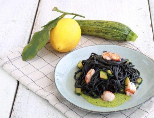 Tagliolini al nero con gamberi e zucchine