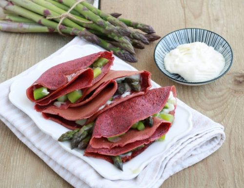 Crespelle alla barbabietola con  asparagi