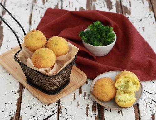 Arancini mini con broccoli e scamorza