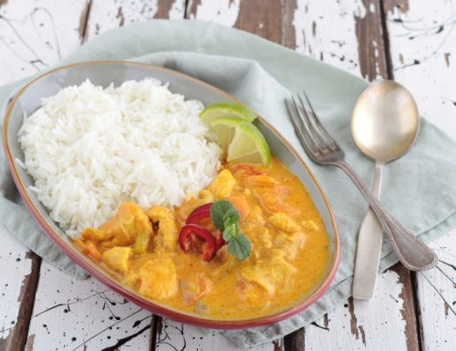 Curry di pollo e riso basmati