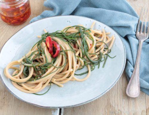 Spaghetti piccanti agli agretti (lischi)