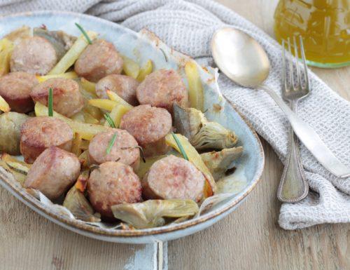 Salsiccia, patate e carciofi al forno