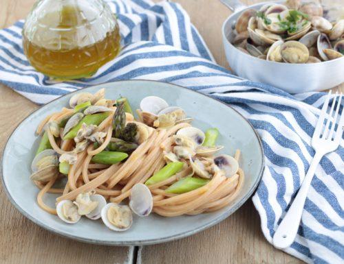 Spaghetti alle vongole e asparagi