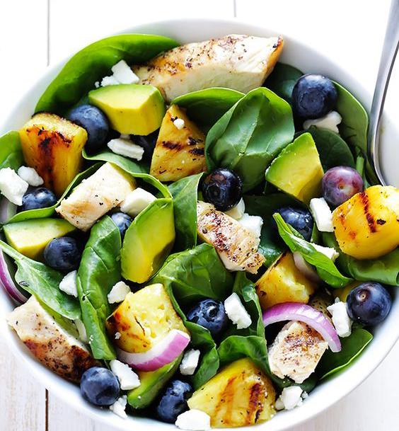 insalata con ananas piastrato