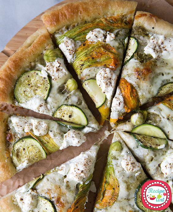 Pizza con ricotta e fiori di zucca