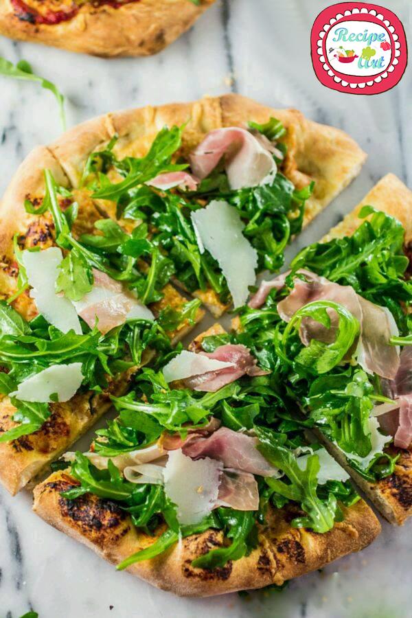 pizza rucola crudo e scaglie