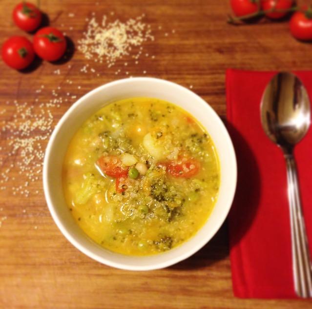 COMFORT SOUP: zuppa di quinoa con legumi e ortaggi di stagione
