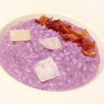 """""""COME UN QUADRO"""": Carnaroli in risotto al cavolo viola, con prosciutto crudo croccante e petali di parmigiano"""