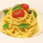 PASSIONE MEDITERRANEA: spaghetti con datterini caramellati, capperi e basilico