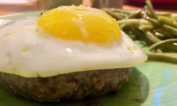 Hamburger di chianina con uovo fritto aromatizzato al tartufo