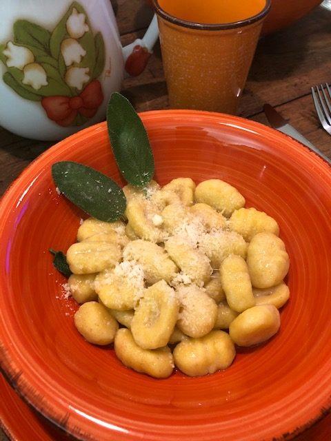 Gnocchi di zucca e patate con burro, salvia e parmigiano