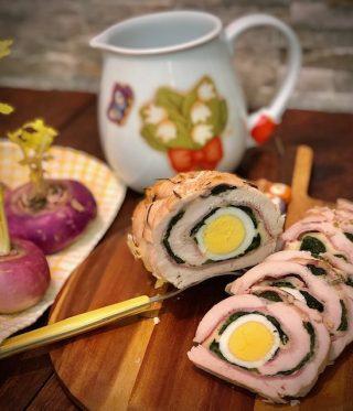 Rotolo di pollo con spinaci e uova sode
