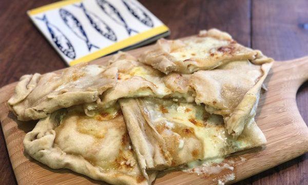 Focaccia al formaggio (fatta in casa)