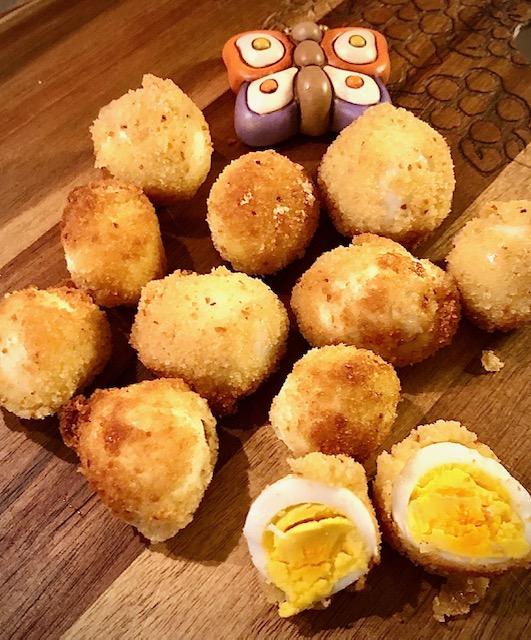 Uova di quaglia impanate e fritte