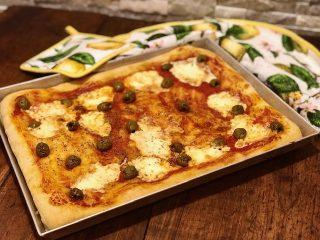 Pizza con stracchino e olive