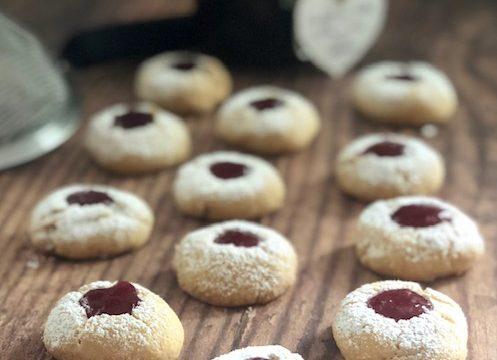 Biscotti di pasta frolla con confettura