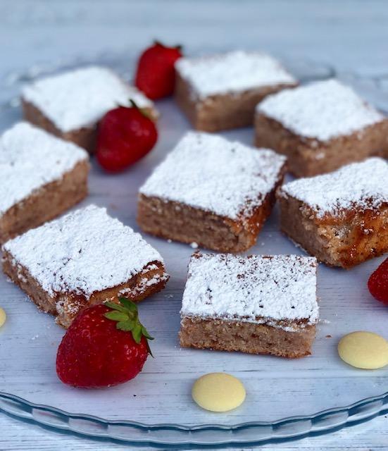 Brownies alle fragole e cioccolato bianco
