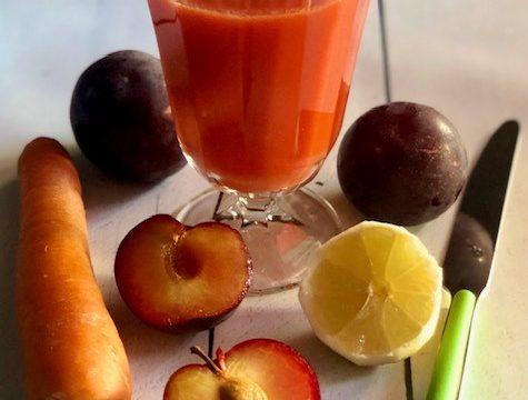 Estratto di prugne, carote e limone (luglio)