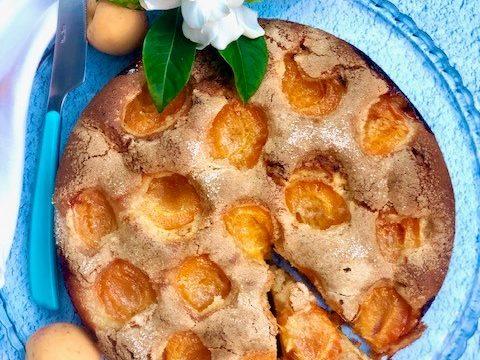 Torta soffice di albicocche (ricetta facile e veloce)