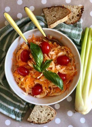 Insalata croccante di carote, sedano e finocchio