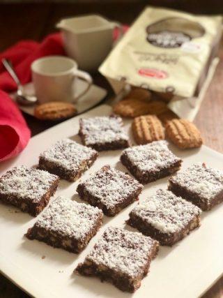 quadrotti di biscotti e cioccolato senza cottura