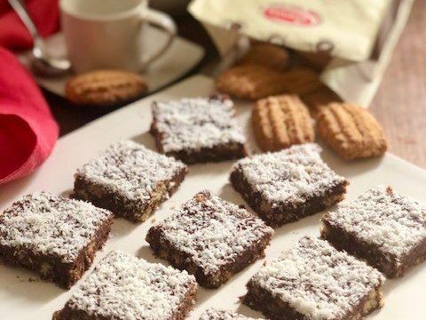 Quadrotti di biscotti e cioccolato (senza cottura)