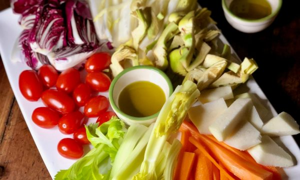 Pinzimonio di verdure crude nelle quattro stagioni