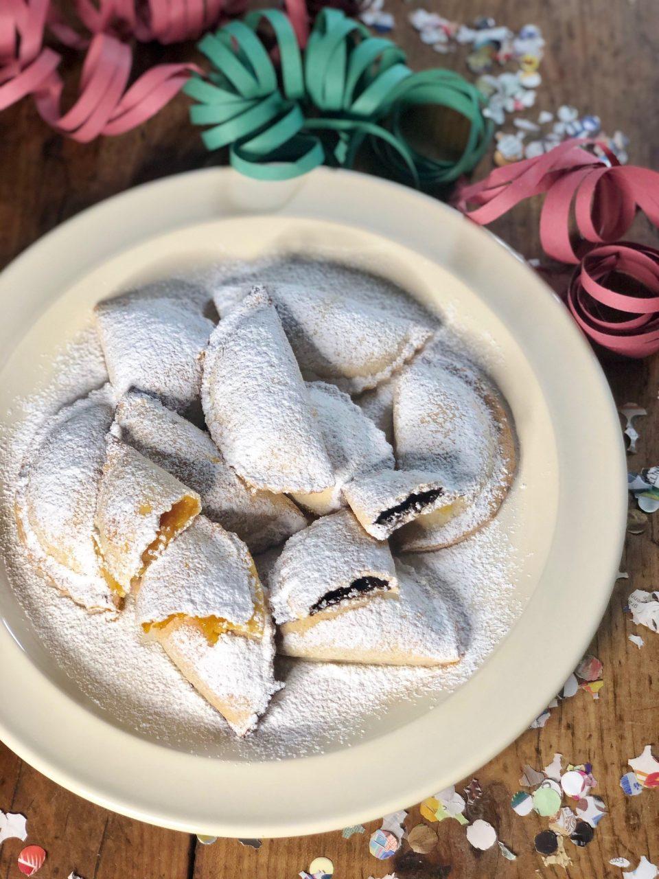 Ravioli dolci di Carnevale ripieni di marmellata