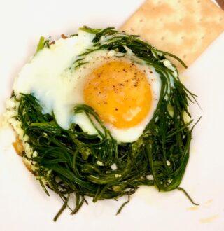 Cestini di agretti con le uova